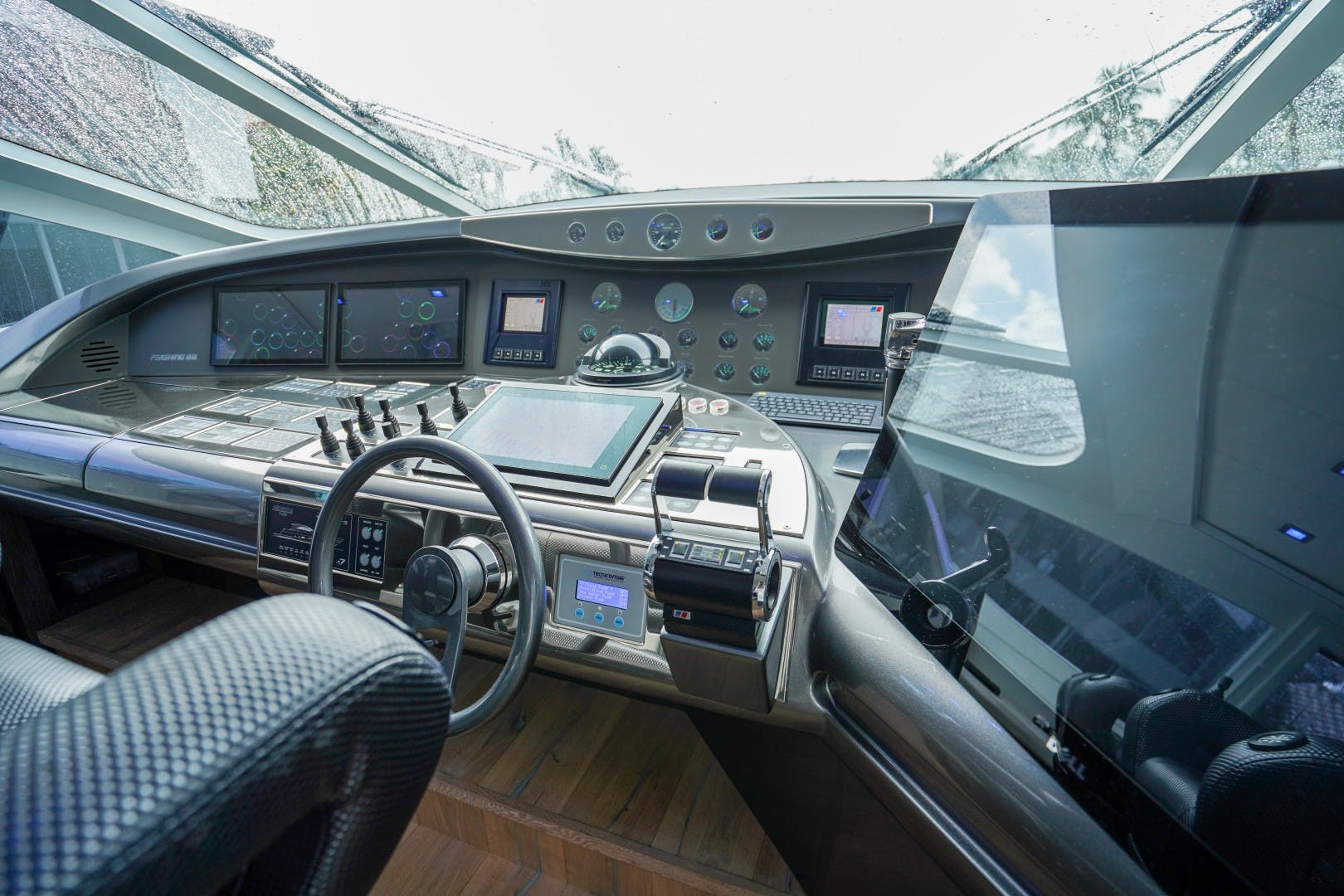 2004 Pershing 88'  Amora | Picture 3 of 45