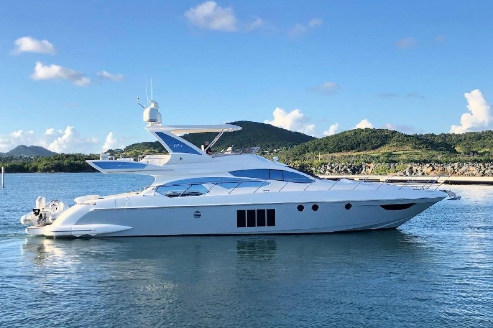 2013 Azimut 64'     Picture 4 of 48