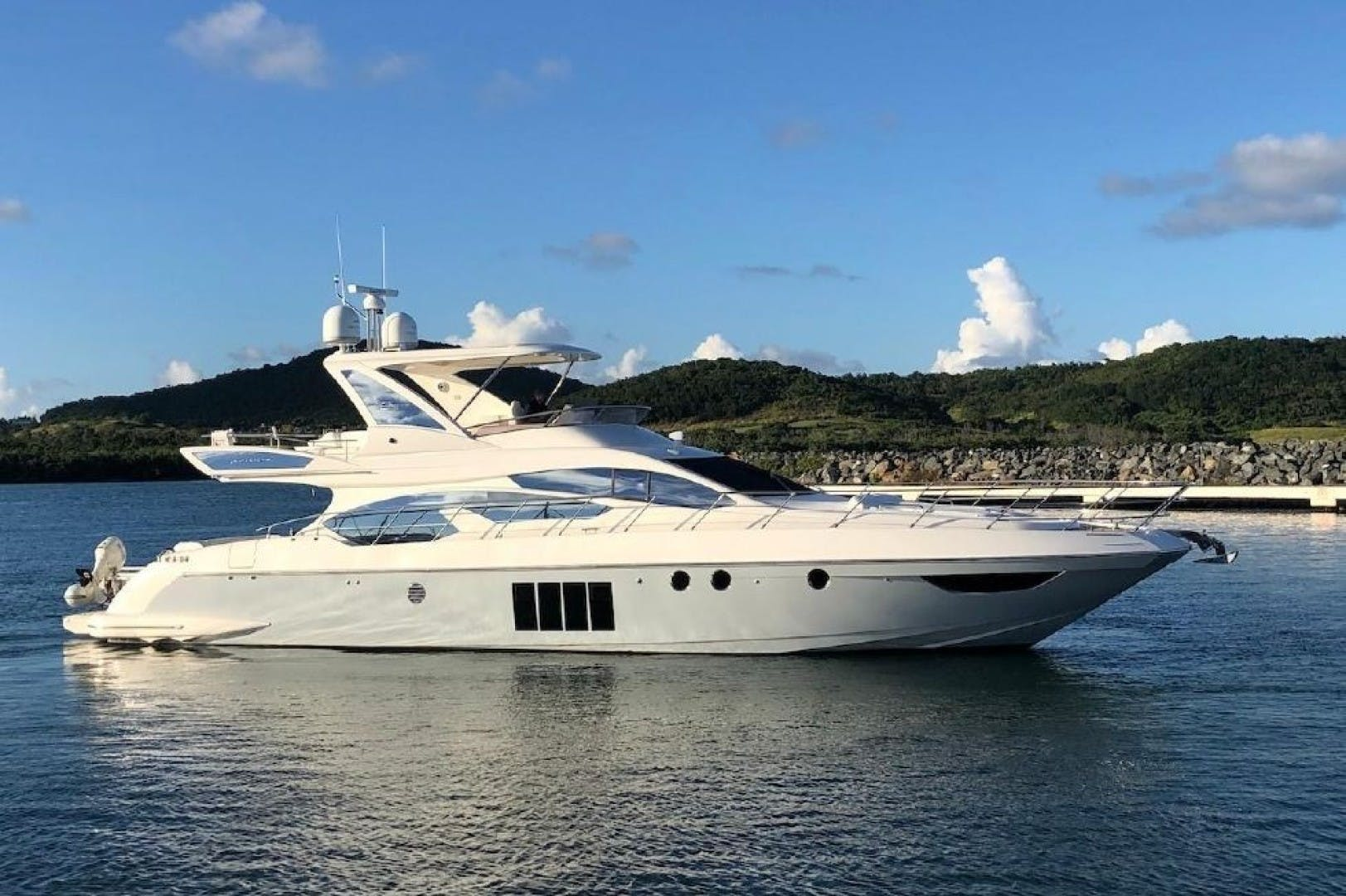 2013 Azimut 64'     Picture 3 of 48