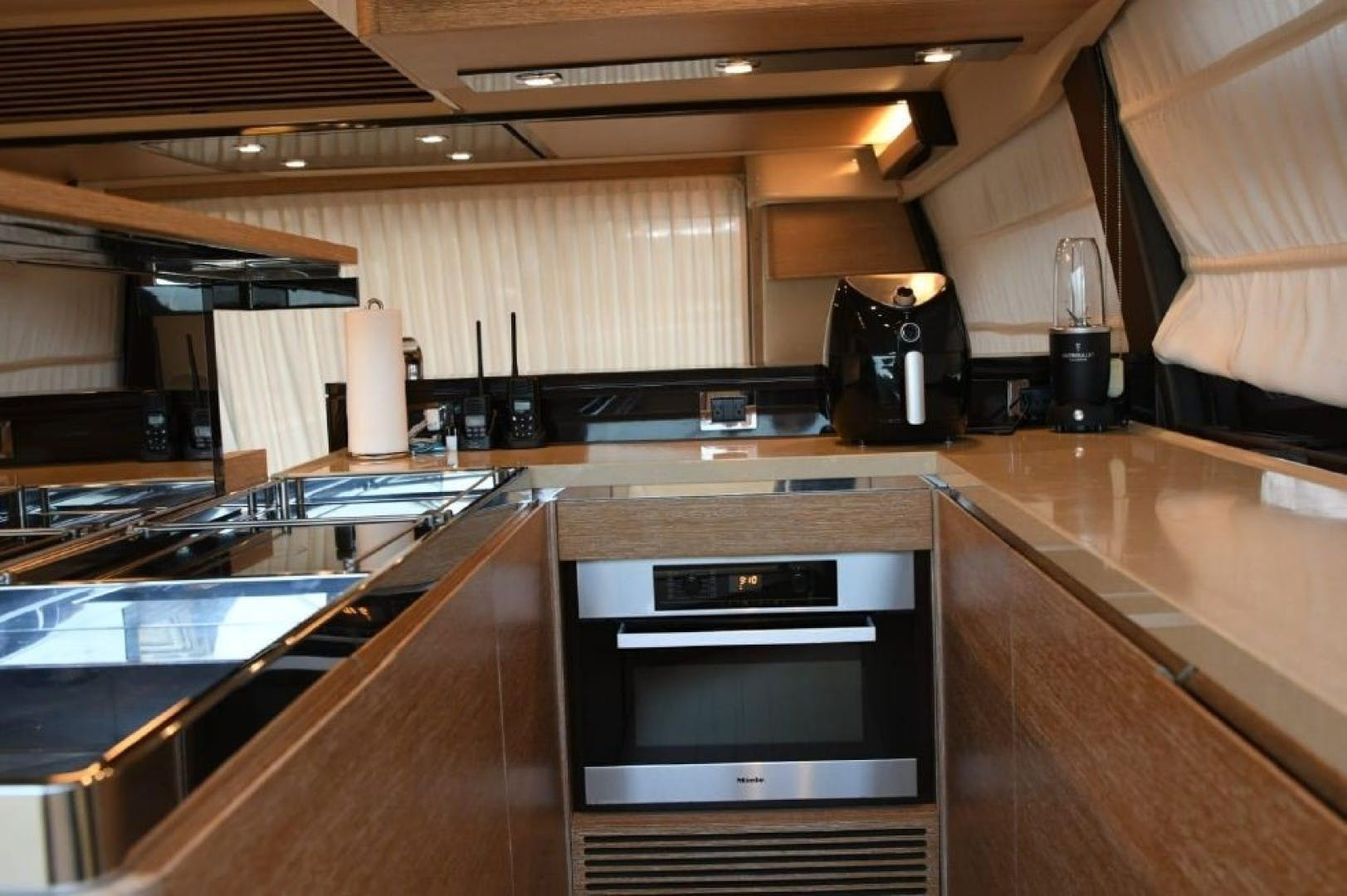 2013 Azimut 64'   | Picture 7 of 48