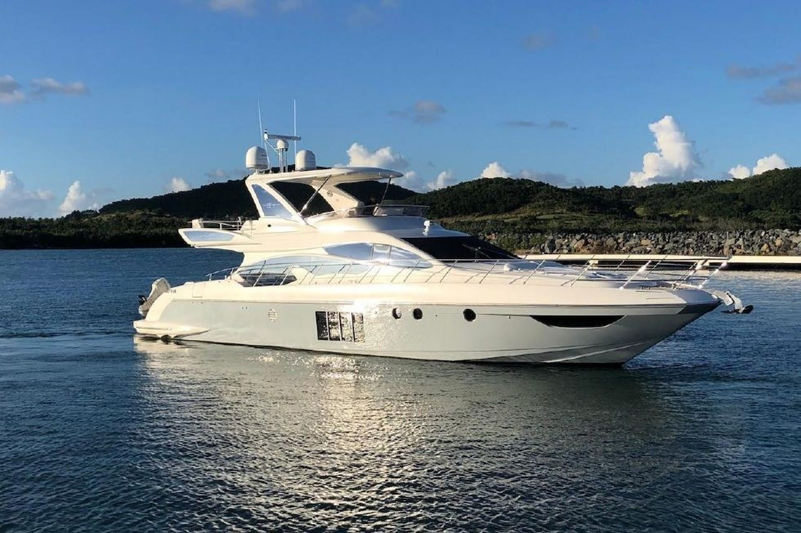 2013 Azimut 64'     Picture 2 of 48