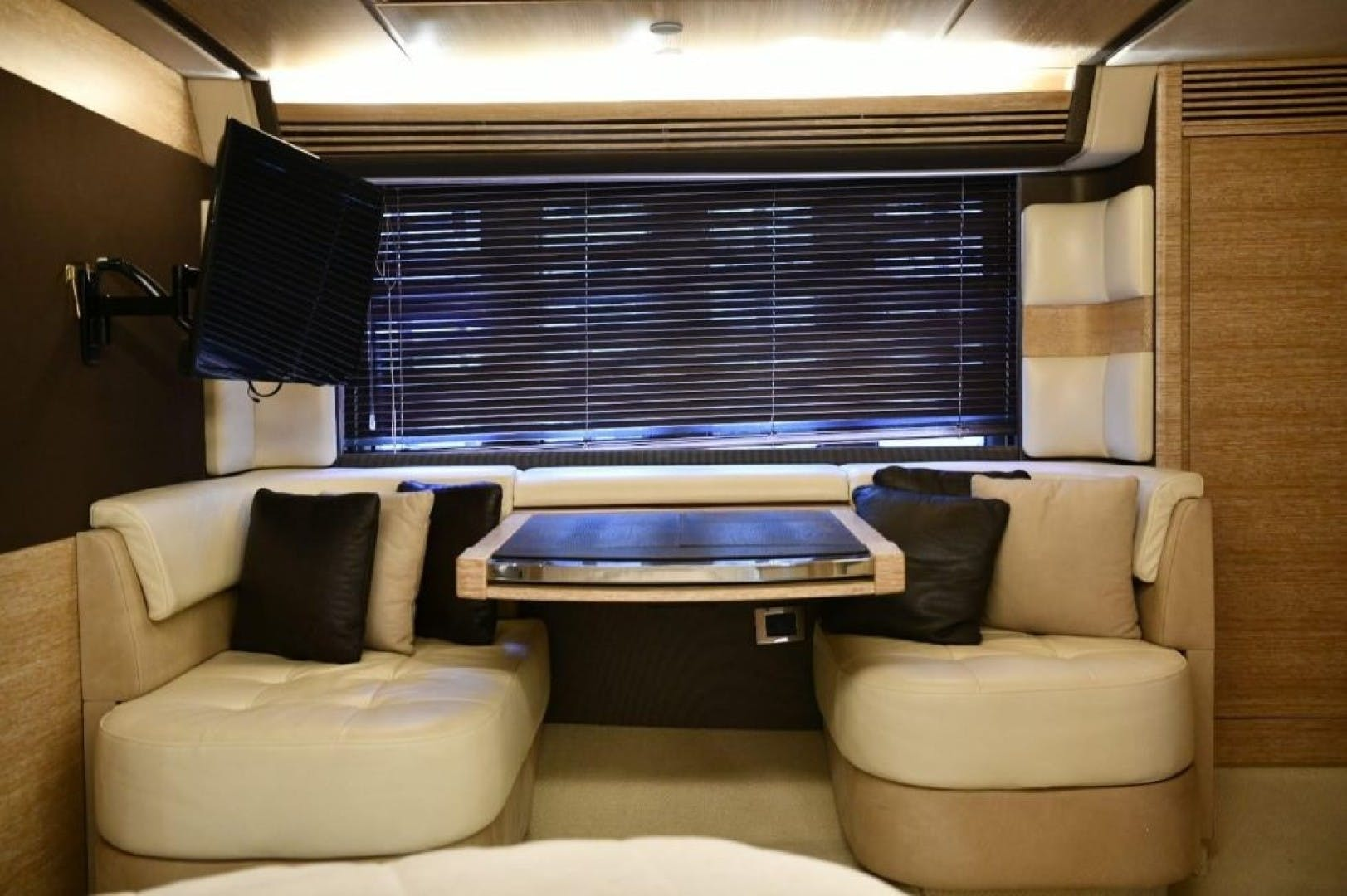 2013 Azimut 64'   | Picture 5 of 48