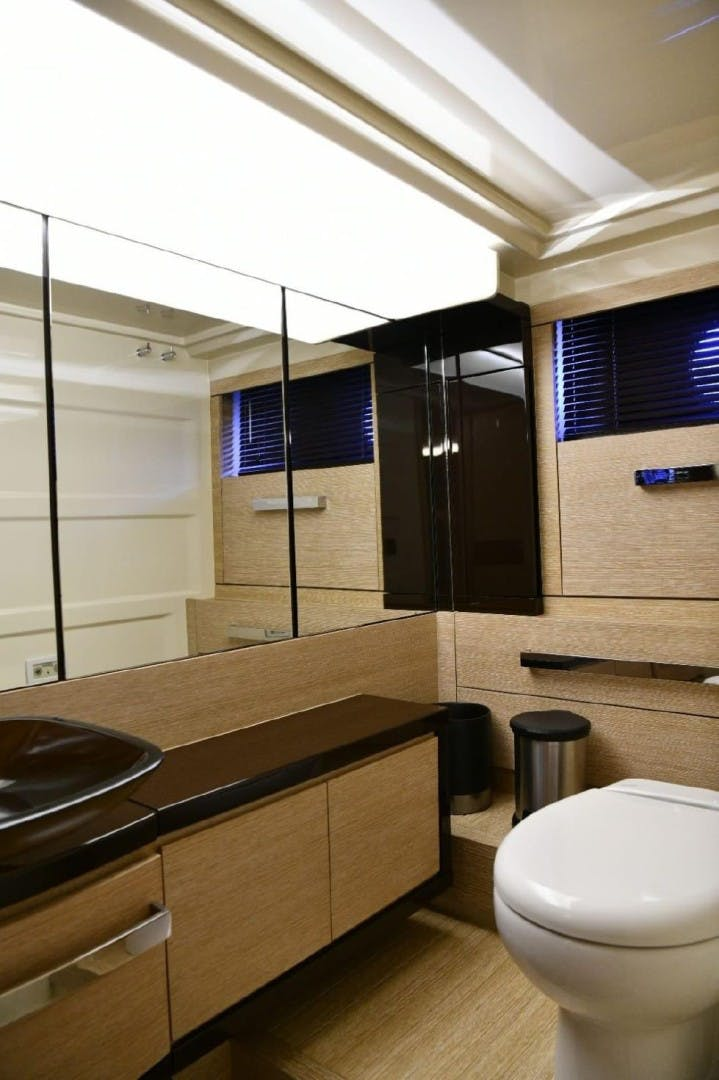 2013 Azimut 64'     Picture 7 of 48