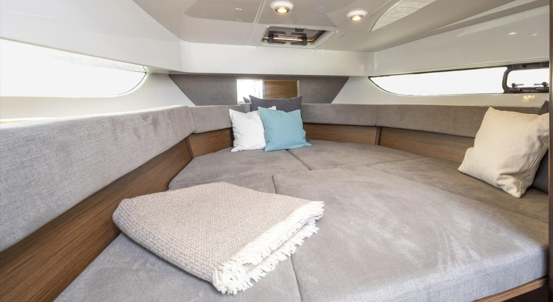 2021 Beneteau America 30' Flyer 9 Sundeck    Picture 7 of 10