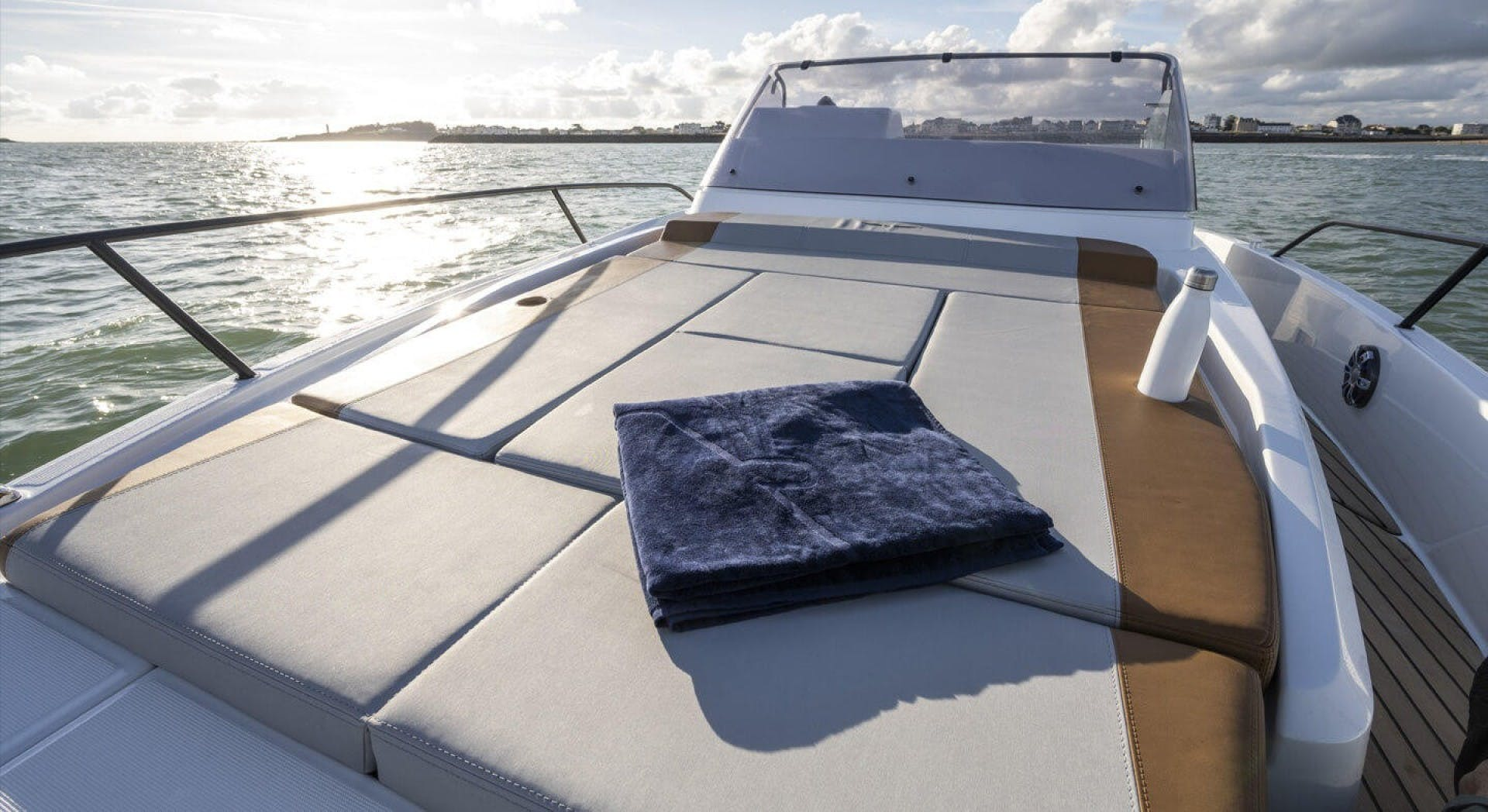 2021 Beneteau America 30' Flyer 9 Sundeck  | Picture 4 of 10