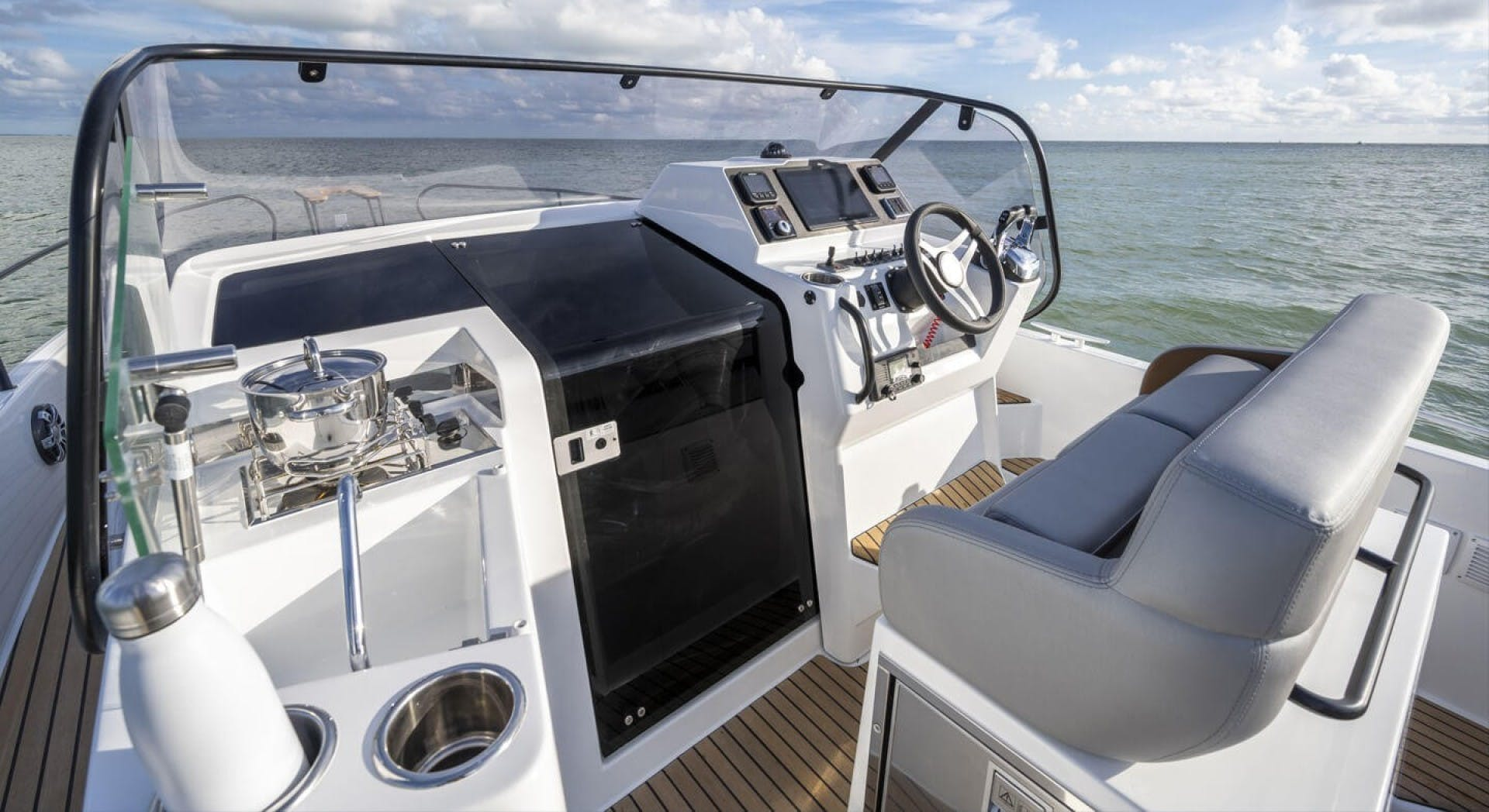 2021 Beneteau America 30' Flyer 9 Sundeck  | Picture 6 of 10