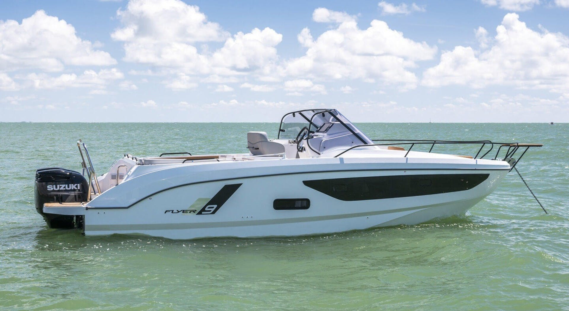 2021 Beneteau America 30' Flyer 9 Sundeck  | Picture 2 of 10