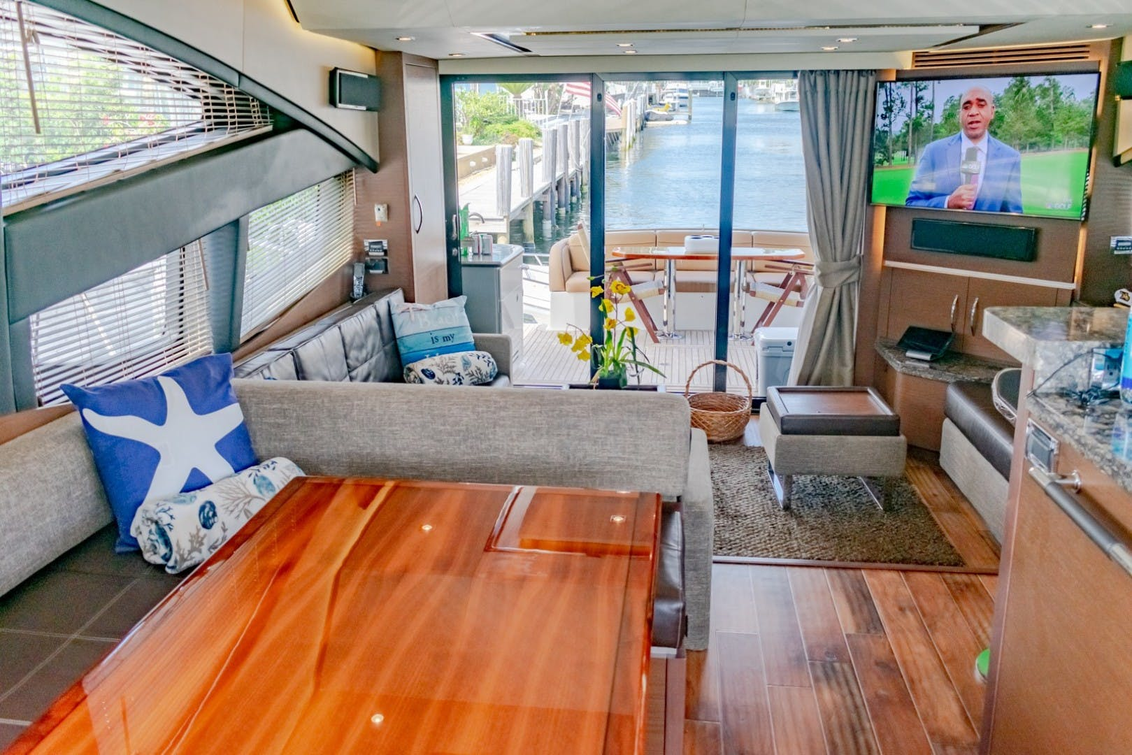 2016 Sea Ray 65' L650 Fly CAPRICHO   Picture 8 of 50