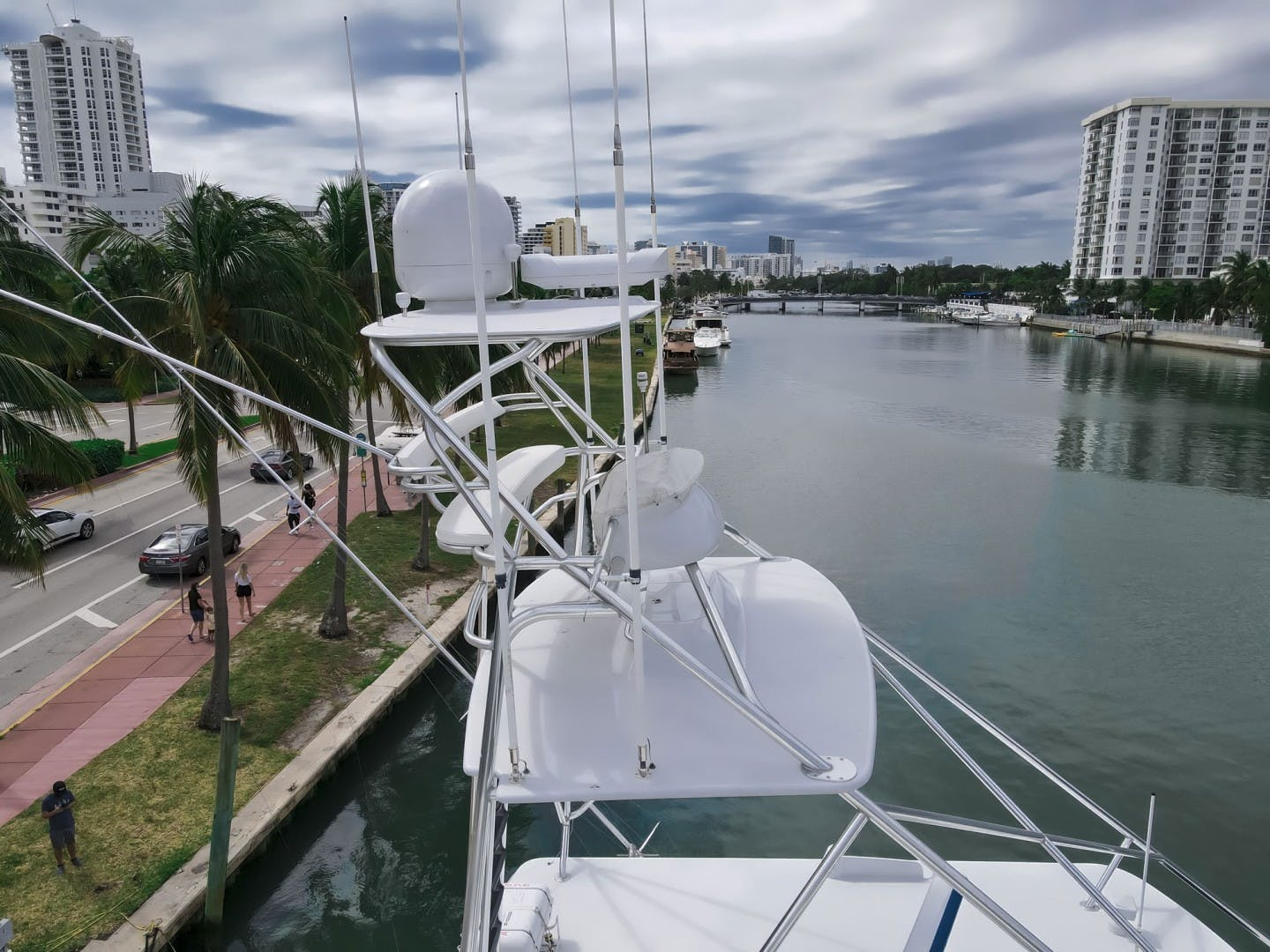 2005 Sea Force IX 81' Enclosed Flybridge Reel Deal | Picture 5 of 72