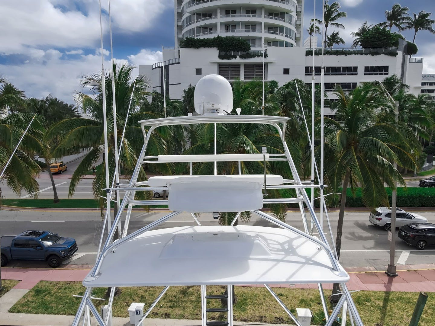 2005 Sea Force IX 81' Enclosed Flybridge Reel Deal | Picture 4 of 72