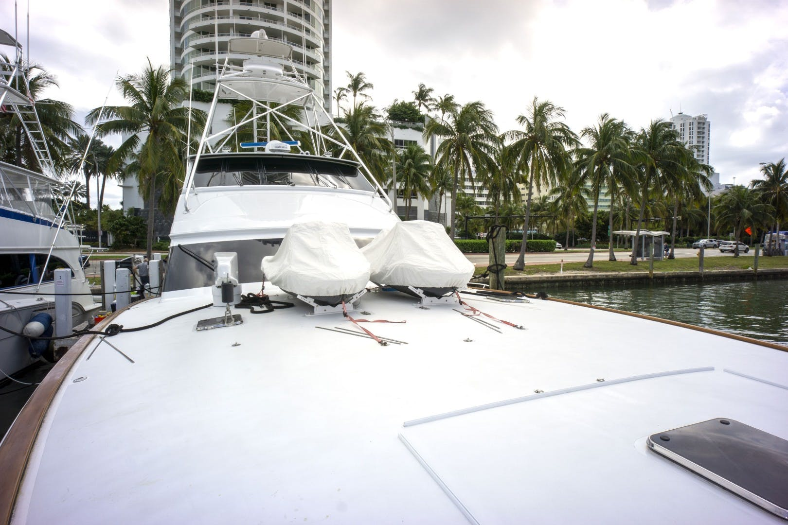 2005 Sea Force IX 81' Enclosed Flybridge Reel Deal | Picture 2 of 72