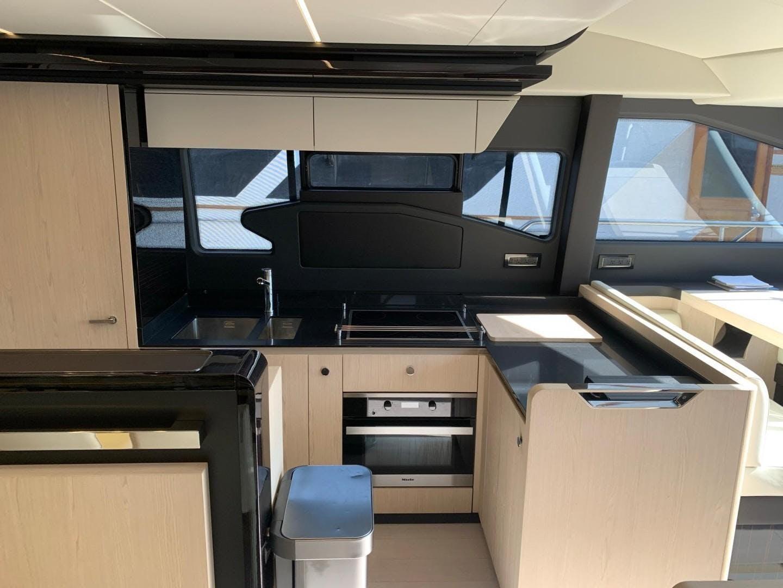 2018 Azimut 72' Flybridge Amalfi | Picture 7 of 182