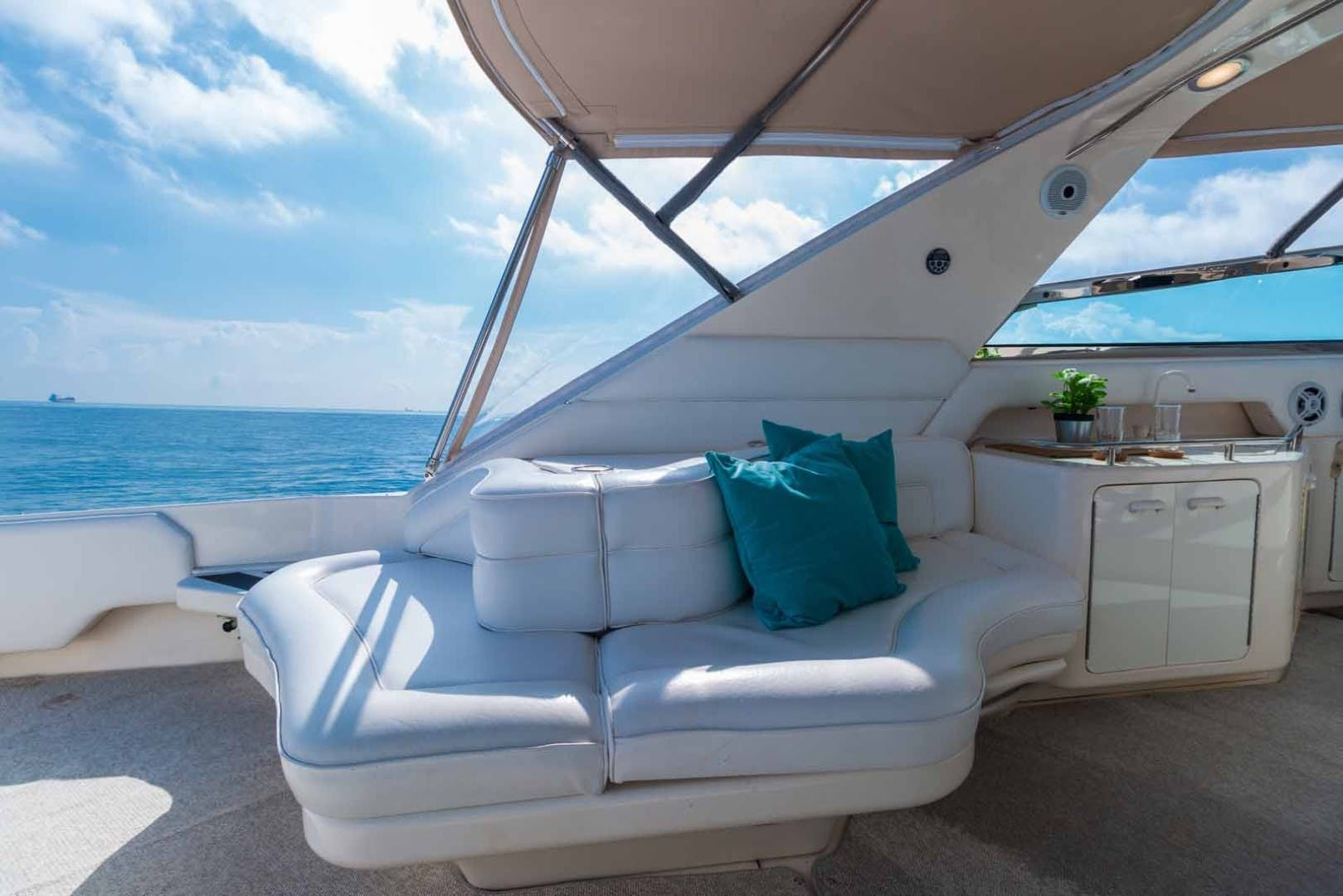 1999 Sea Ray 63' Super Sun Sport DAPHNE EXPRESS | Picture 8 of 44