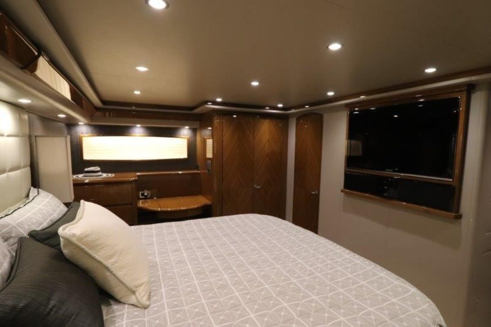2011 Viking 76' 76 Convertible  | Picture 4 of 39