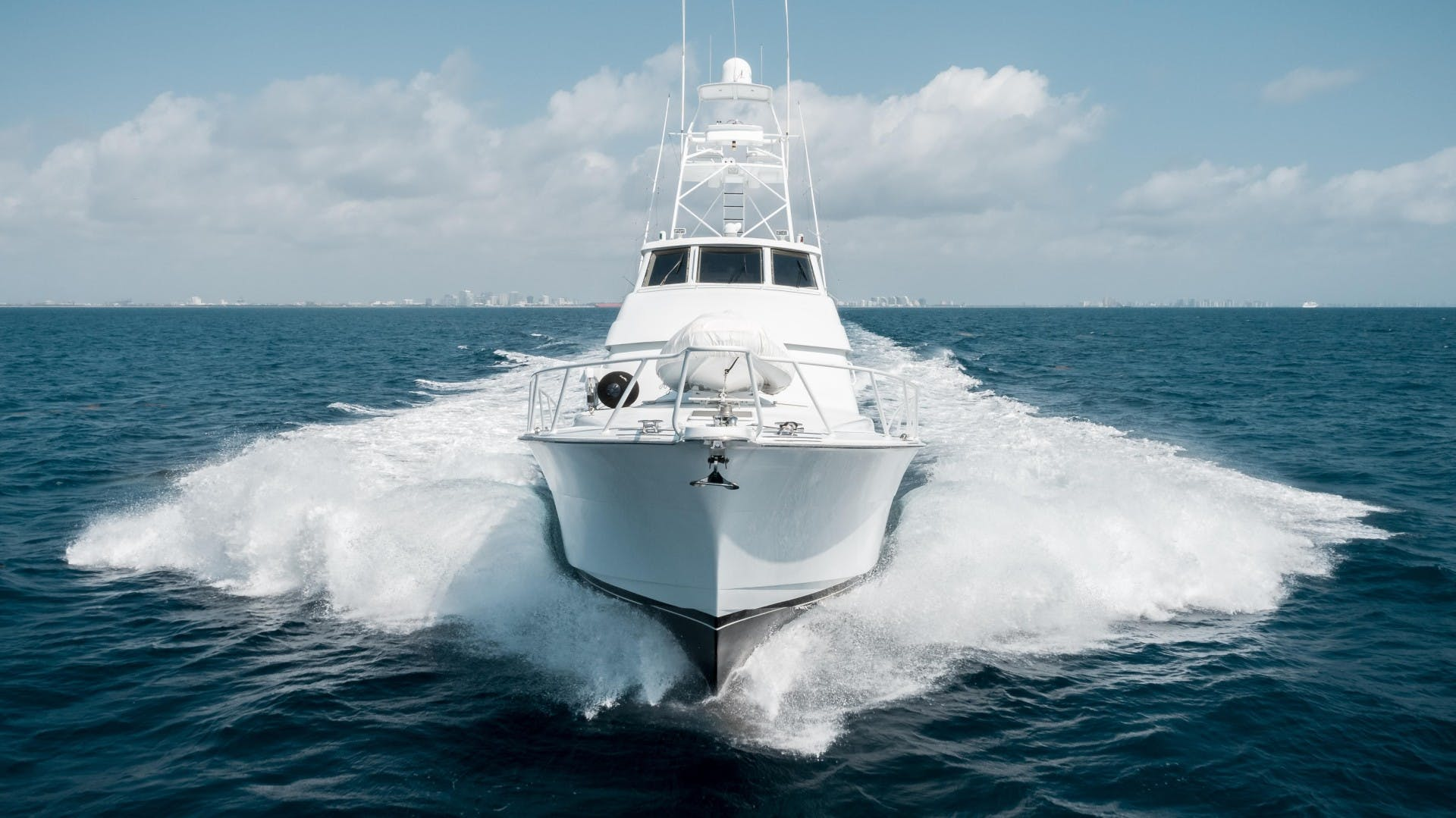 1999 Hatteras 70' Sportfish JUST LIKE THAT | Picture 5 of 68