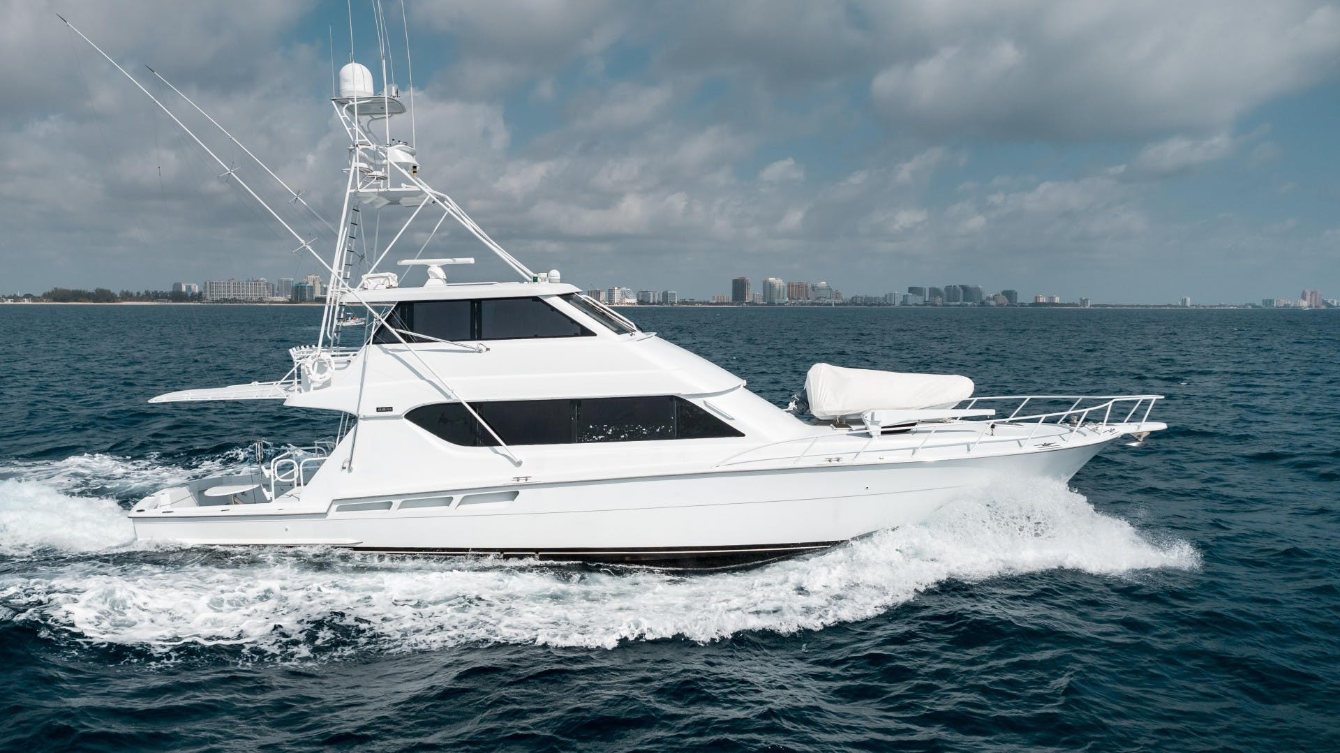 1999 Hatteras 70' Sportfish JUST LIKE THAT | Picture 2 of 68