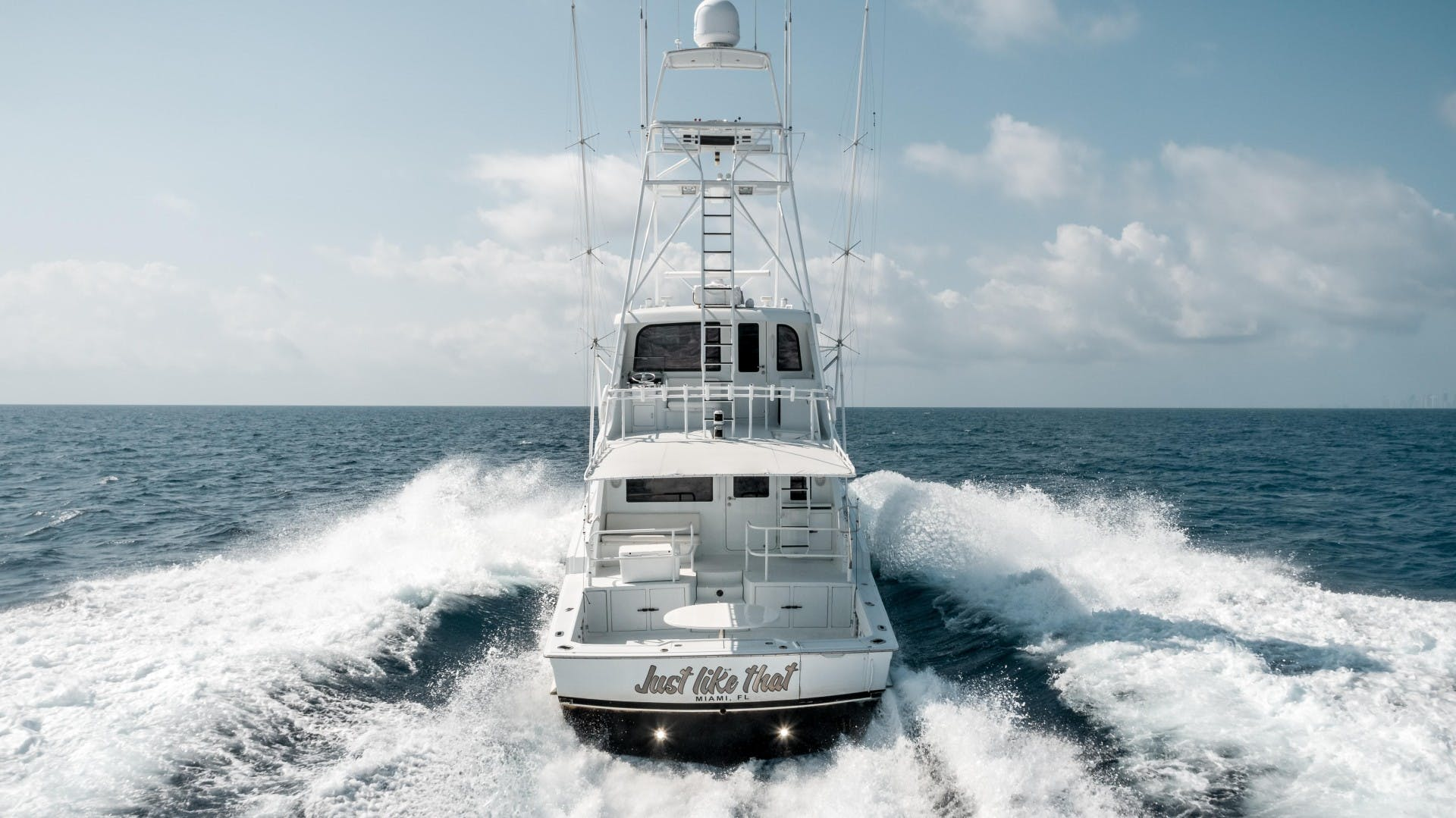 1999 Hatteras 70' Sportfish JUST LIKE THAT | Picture 6 of 68
