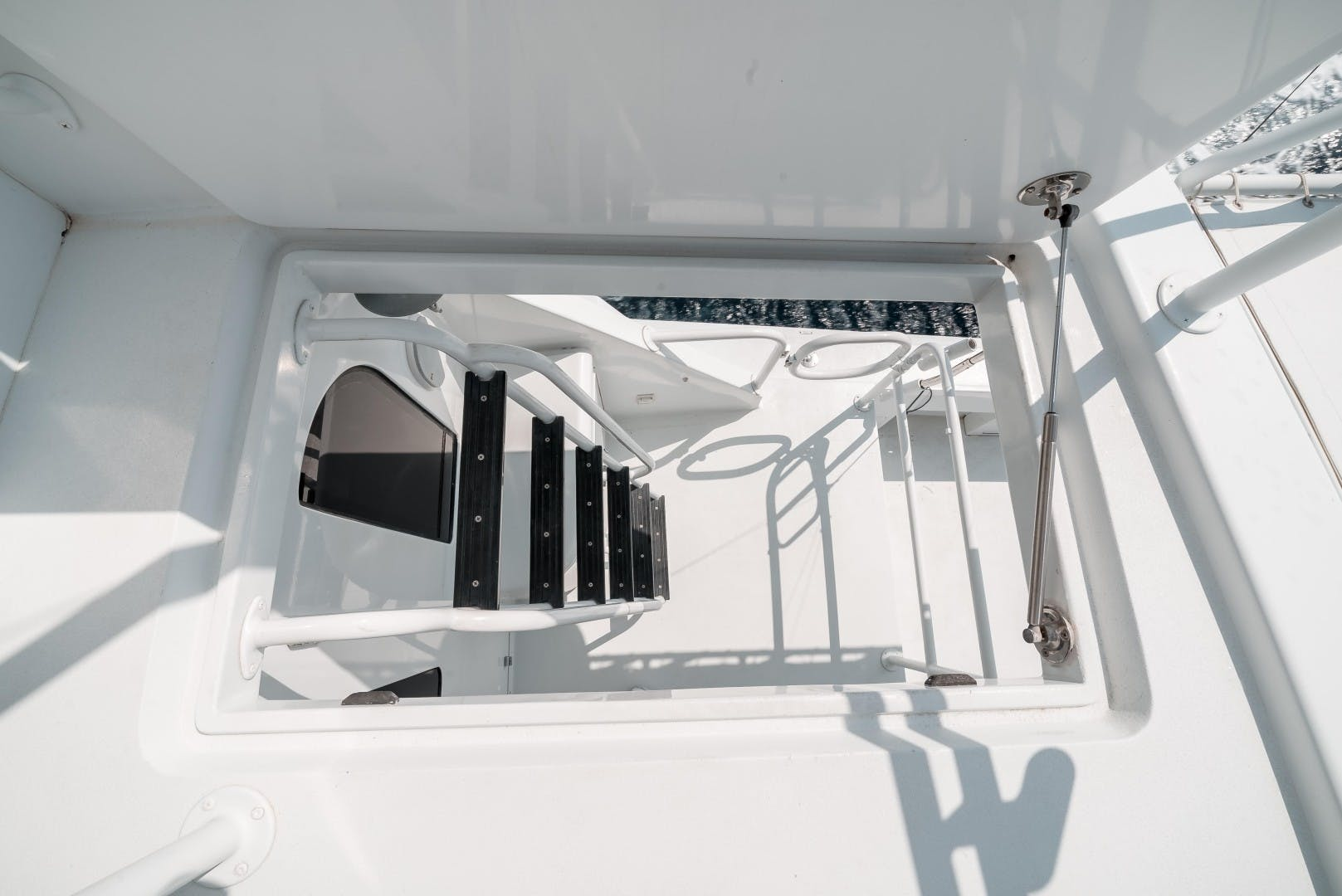 1999 Hatteras 70' Sportfish JUST LIKE THAT | Picture 7 of 68
