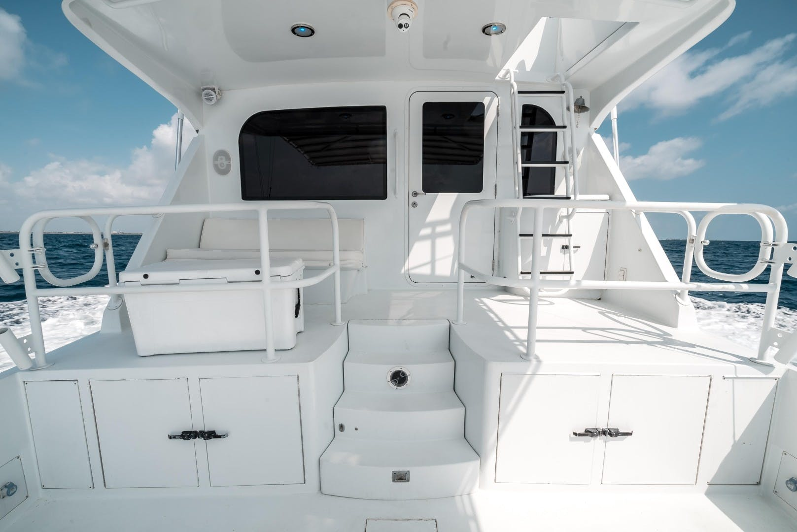 1999 Hatteras 70' Sportfish JUST LIKE THAT | Picture 3 of 68