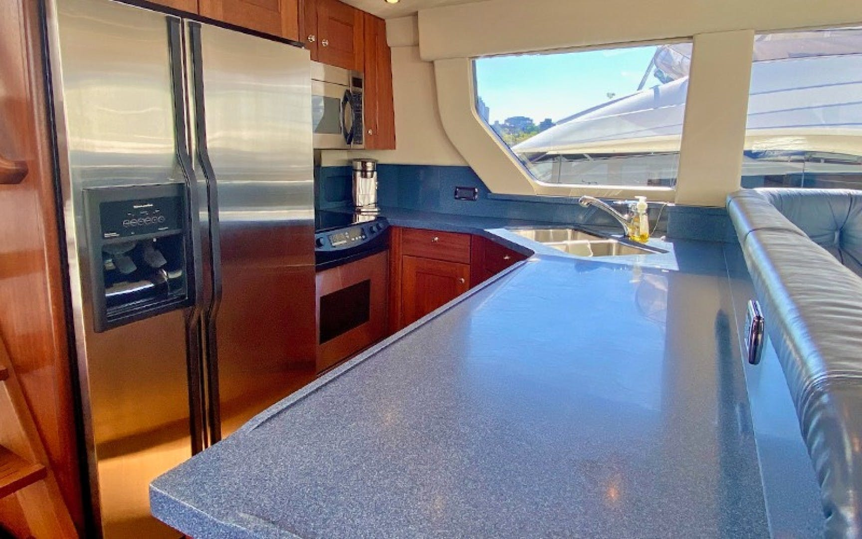2004 Pacific Mariner 70' 65 Diamond TIGER LILLI NAME RESERVED | Picture 6 of 51