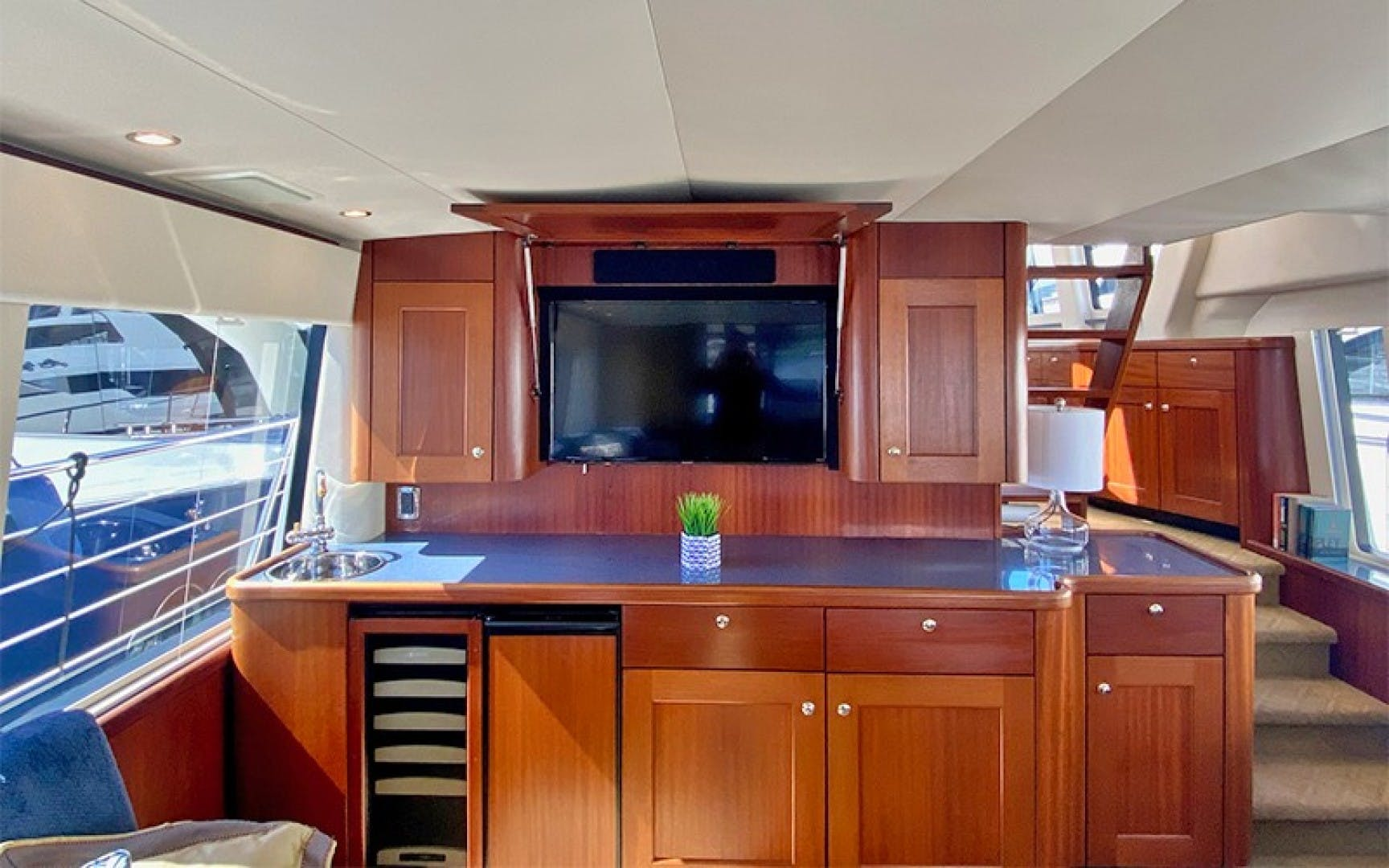 2004 Pacific Mariner 70' 65 Diamond TIGER LILLI NAME RESERVED | Picture 5 of 51