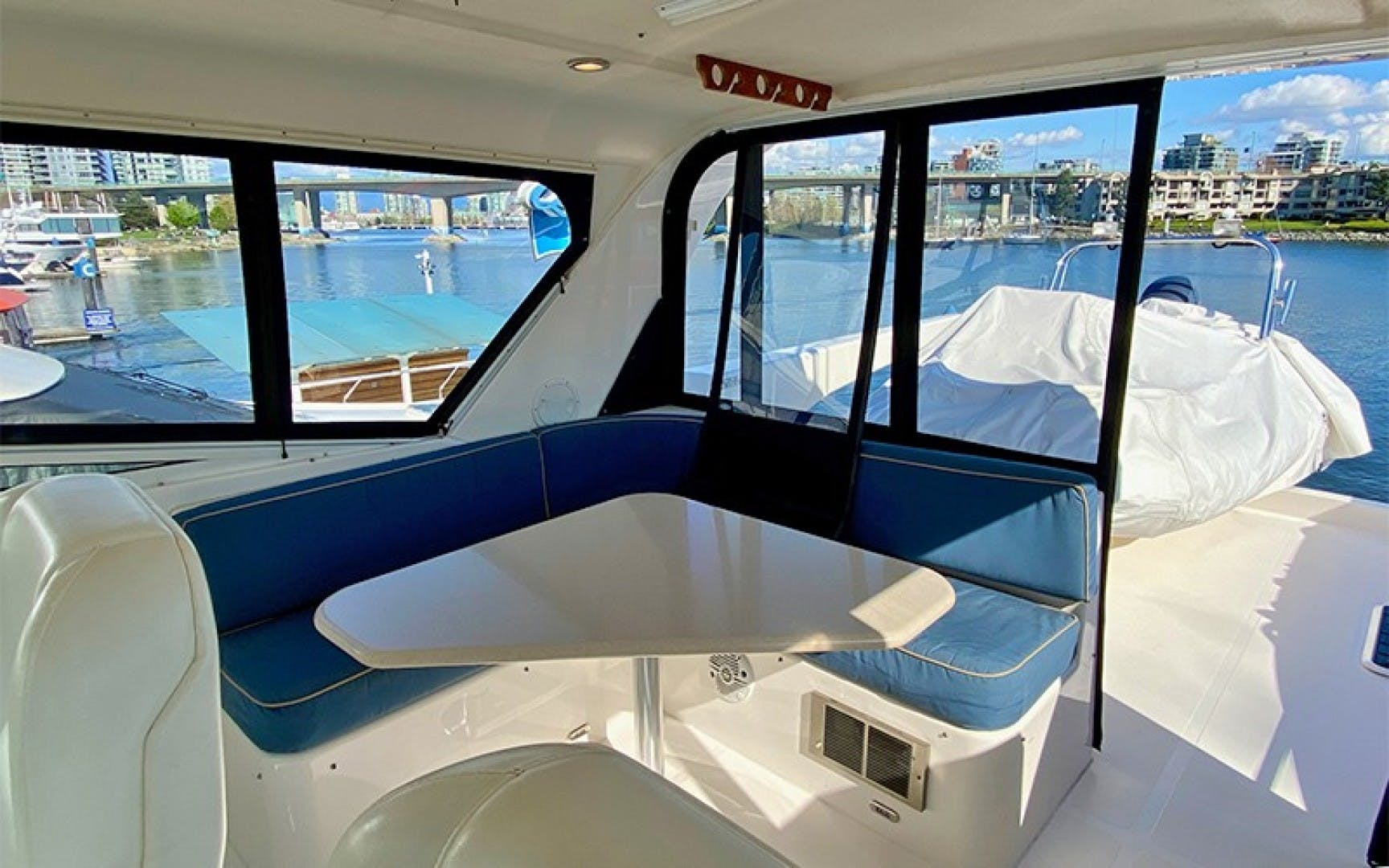 2004 Pacific Mariner 70' 65 Diamond TIGER LILLI NAME RESERVED | Picture 7 of 51
