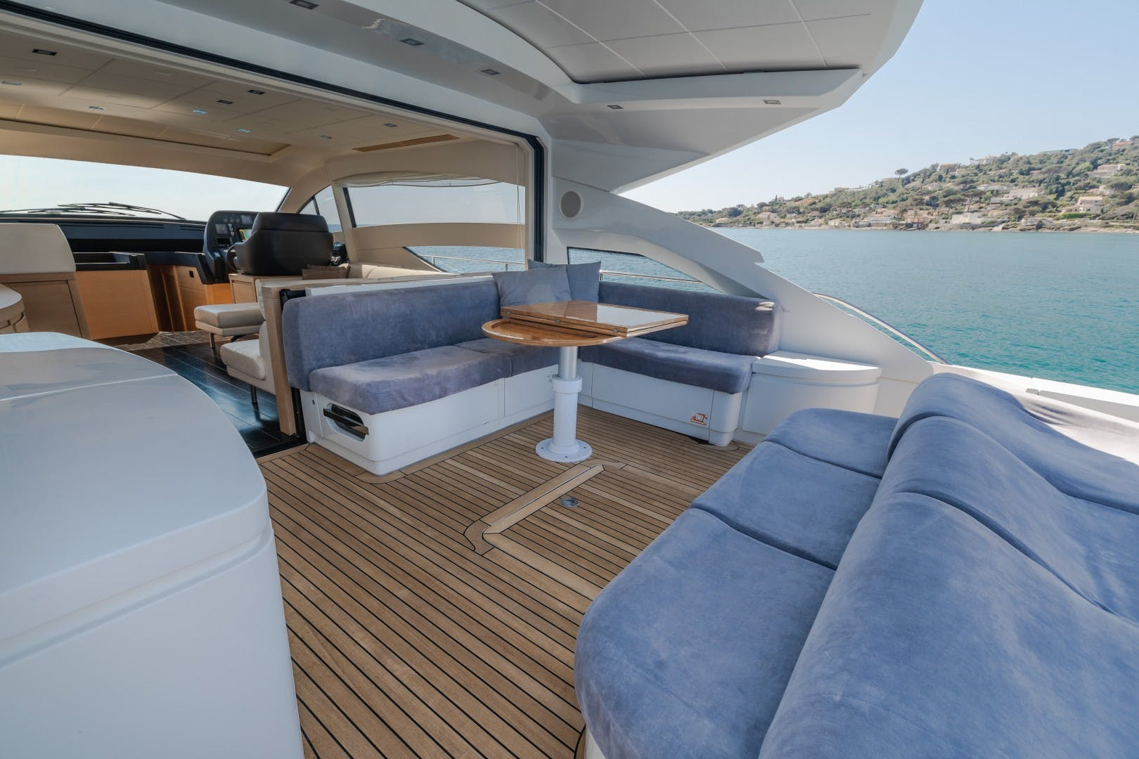 2009 Pershing 64' 64 FIRST LADY   Picture 3 of 40