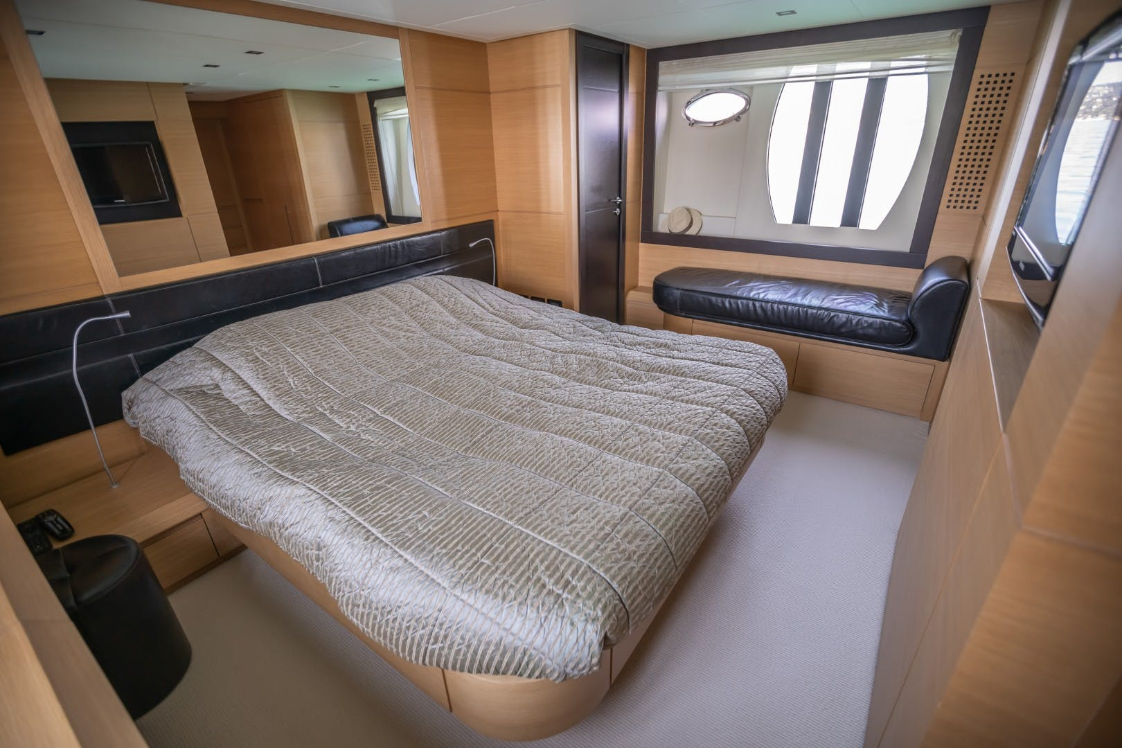 2009 Pershing 64' 64 FIRST LADY | Picture 3 of 19