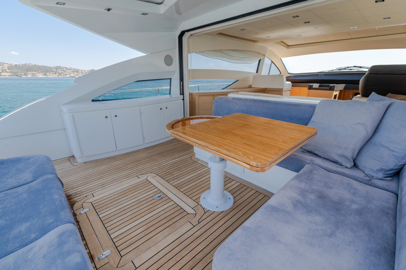 2009 Pershing 64' 64 FIRST LADY   Picture 4 of 40