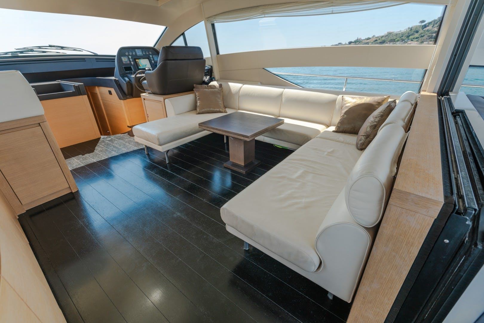 2009 Pershing 64' 64 FIRST LADY | Picture 8 of 19