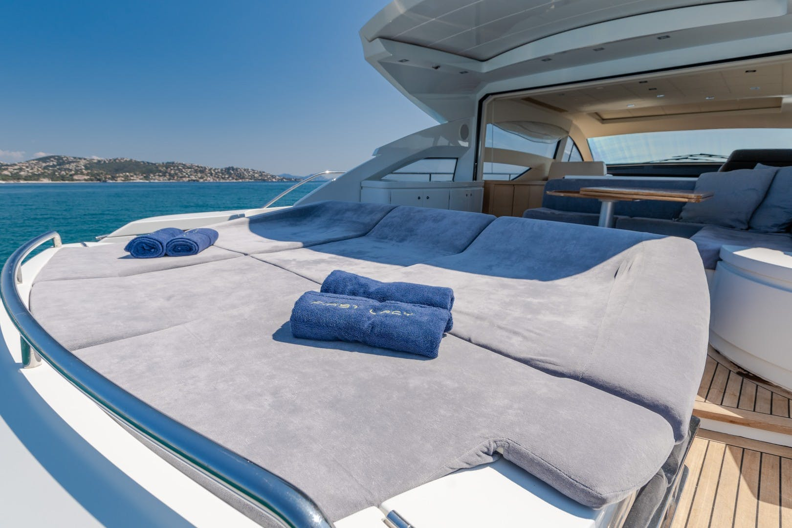 2009 Pershing 64' 64 FIRST LADY   Picture 7 of 40