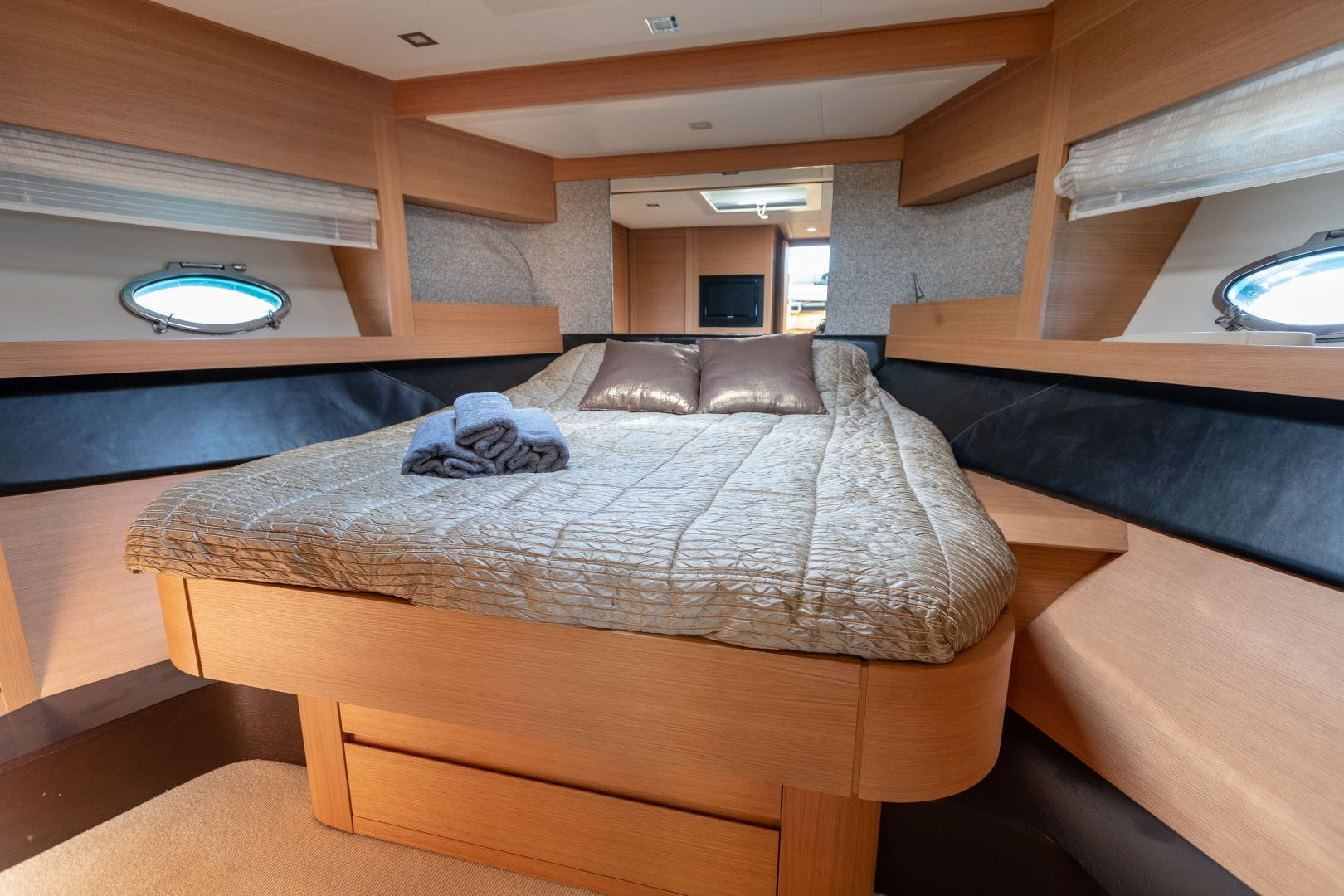 2009 Pershing 64' 64 FIRST LADY   Picture 6 of 40