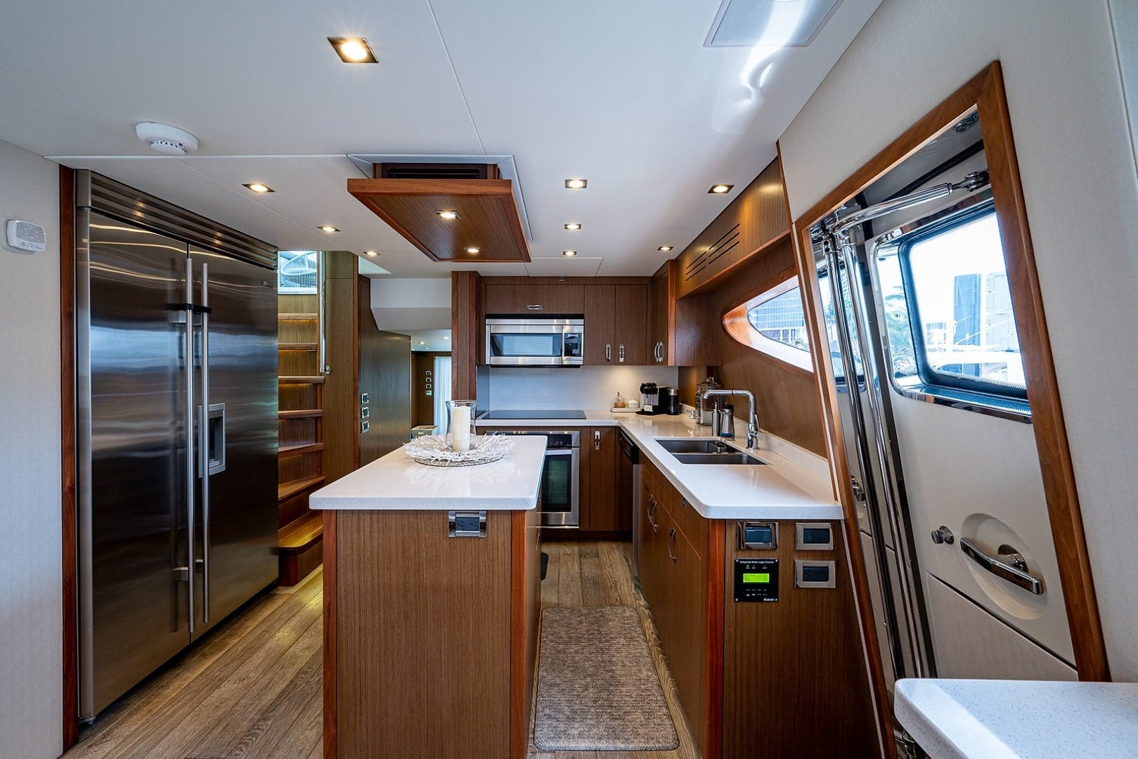 2015 Hatteras 80' Motor Yacht DADDY   Picture 5 of 47