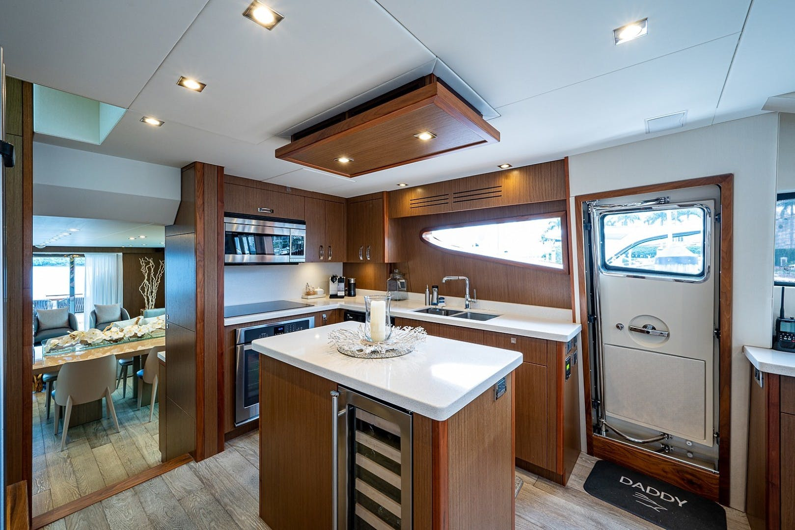 2015 Hatteras 80' Motor Yacht DADDY   Picture 3 of 47