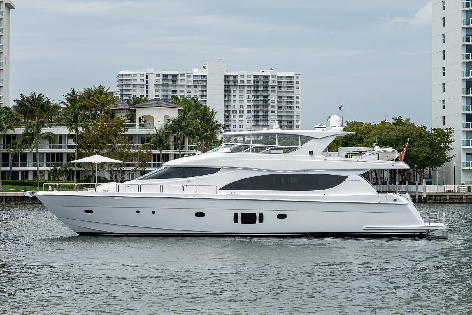 2015 Hatteras 80' Motor Yacht DADDY   Picture 1 of 47