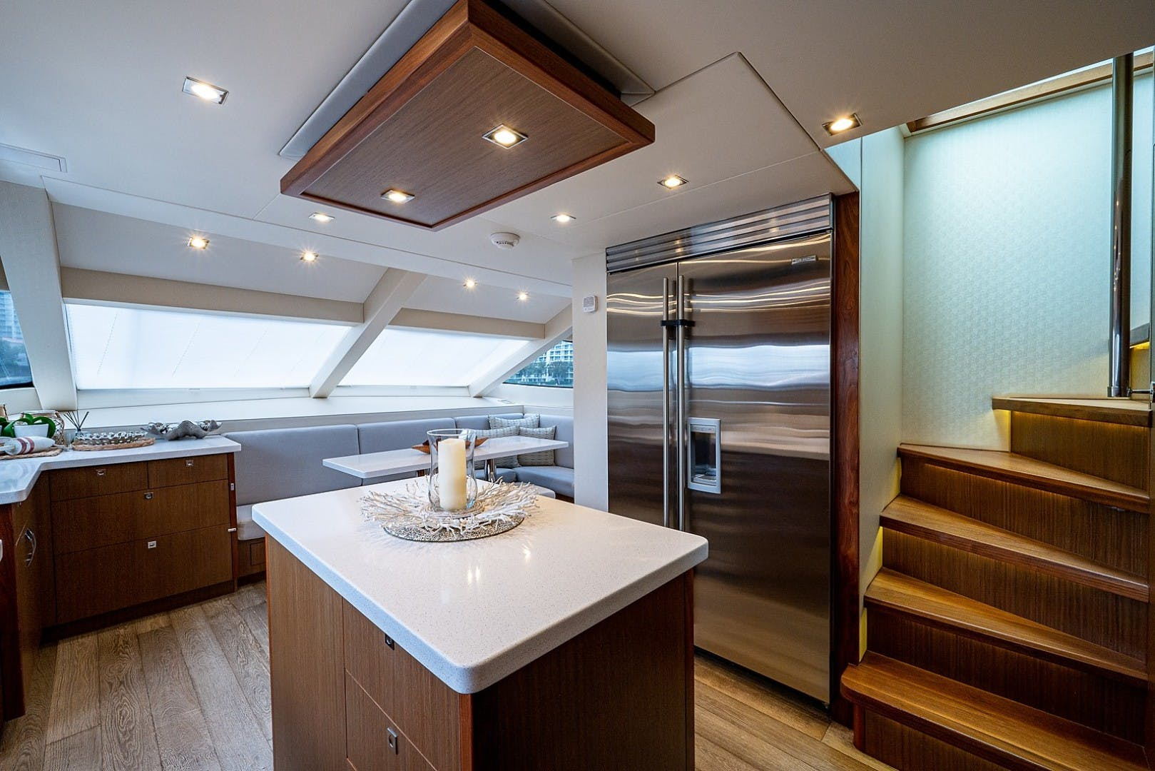 2015 Hatteras 80' Motor Yacht DADDY   Picture 6 of 47