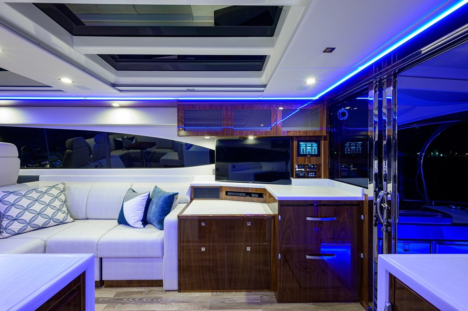 2021 Riviera 60' 6000 Sport Yacht Platinum Edition  | Picture 2 of 75