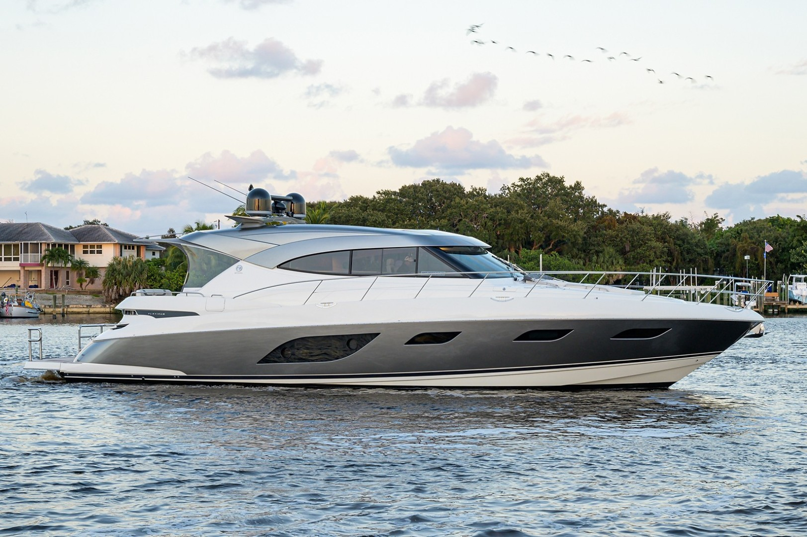 60' Riviera 2021 6000 Sport Yacht Platinum Edition
