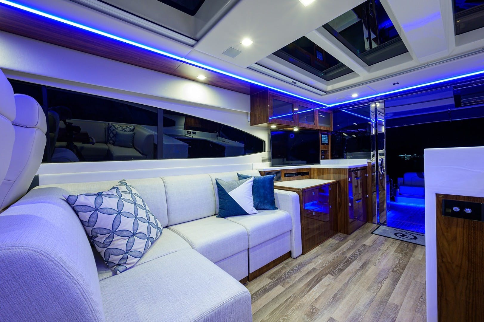 2021 Riviera 60' 6000 Sport Yacht Platinum Edition  | Picture 5 of 75