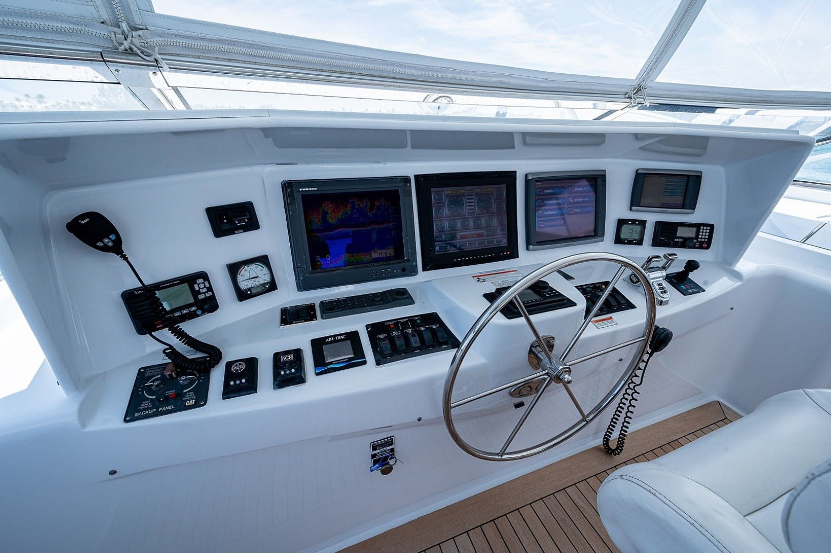 2007 Hatteras 80'  Lucy   Picture 5 of 57