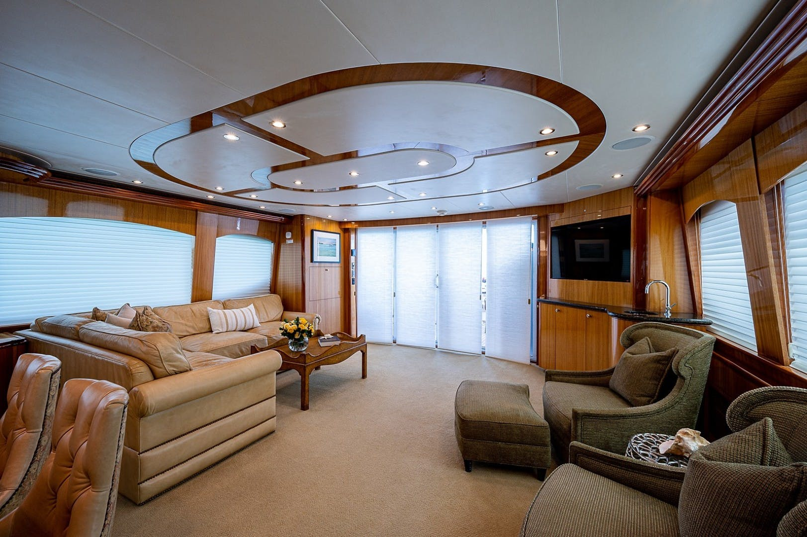 2007 Hatteras 80'  Lucy   Picture 2 of 57