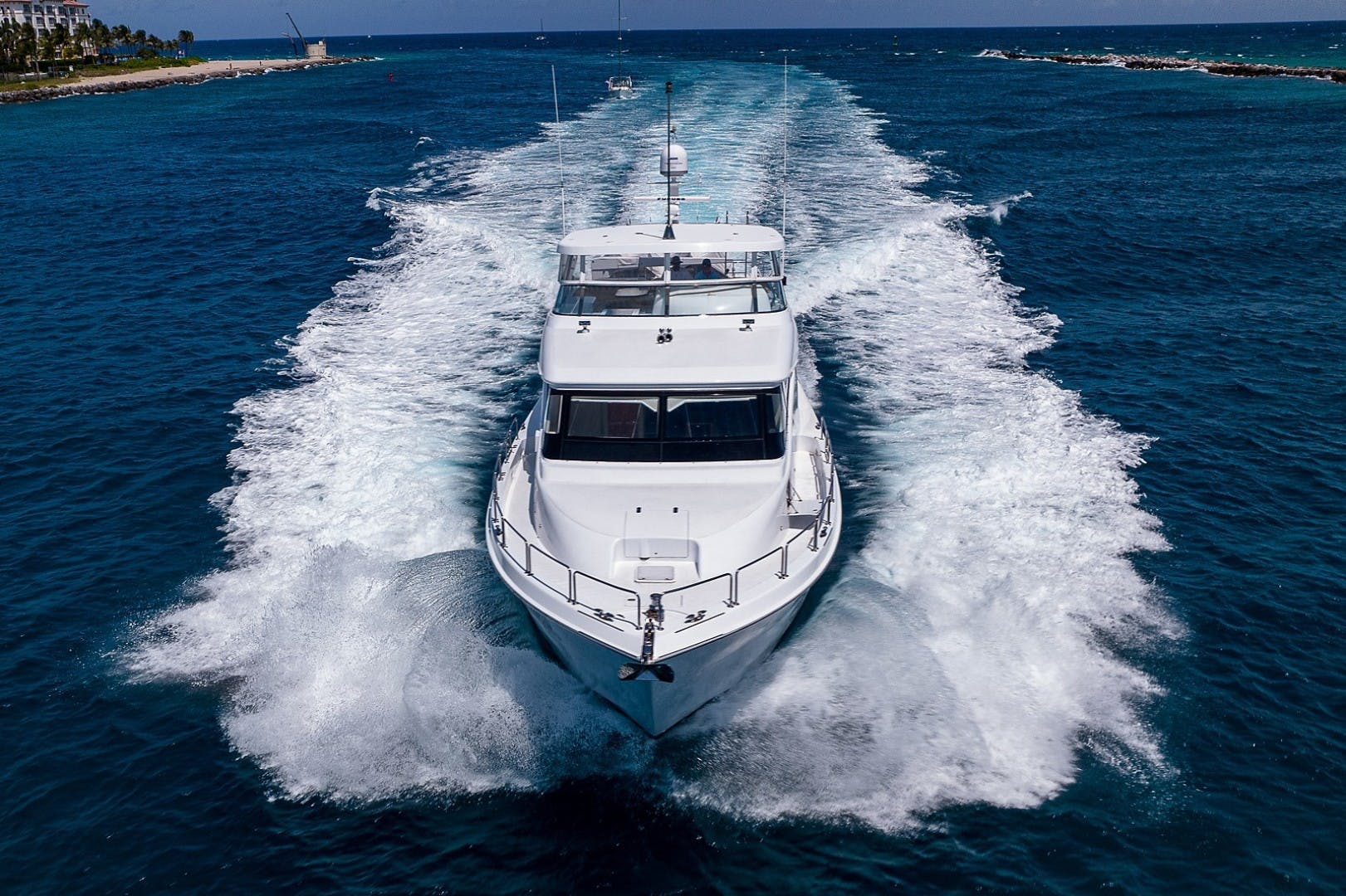 2007 Hatteras 80'  Lucy   Picture 4 of 57