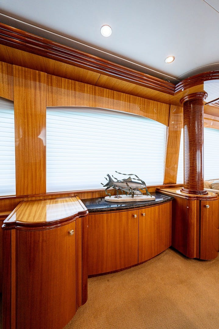2007 Hatteras 80'  Lucy   Picture 3 of 57