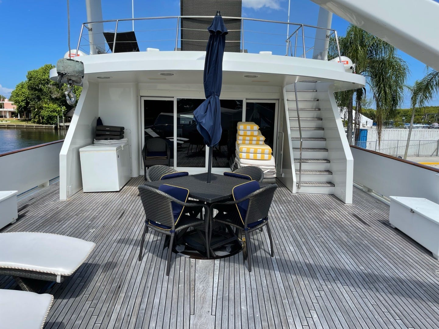 1984 Lloyds 124' Enclosed P.H w/ Sundeck SUNSHINE | Picture 6 of 46