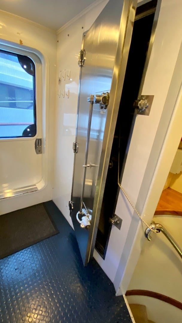 1984 Lloyds 124' Enclosed P.H w/ Sundeck SUNSHINE | Picture 5 of 46