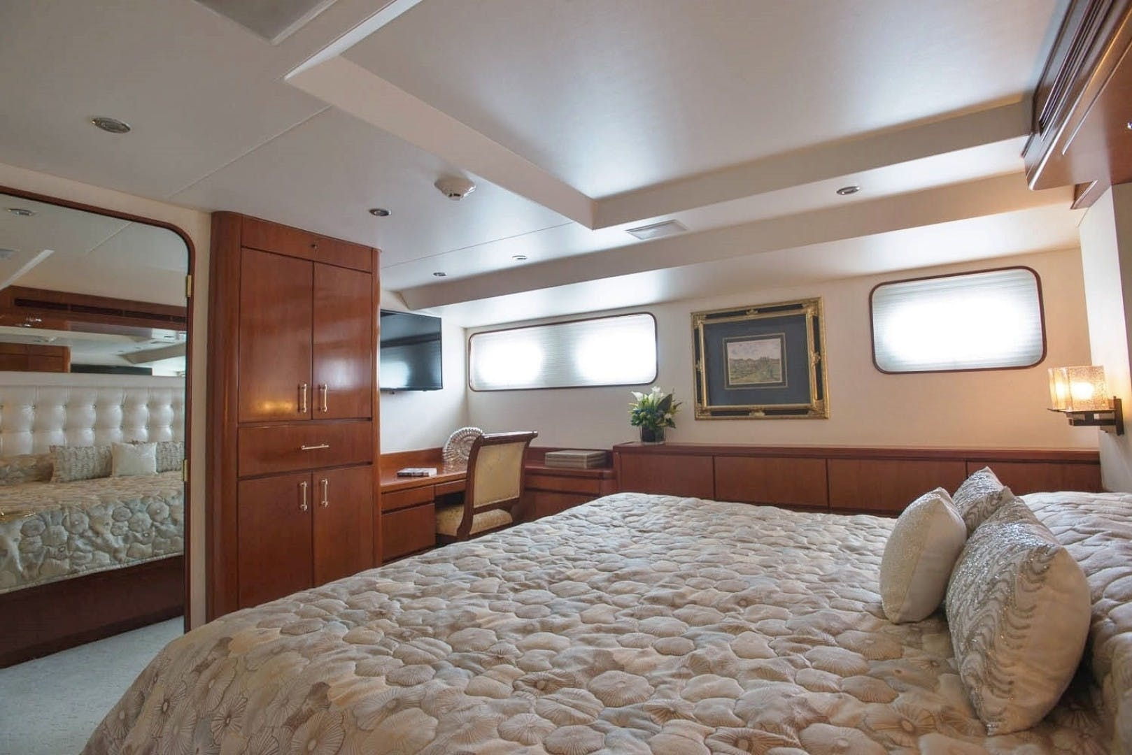 1984 Lloyds 124' Enclosed P.H w/ Sundeck SUNSHINE | Picture 8 of 19