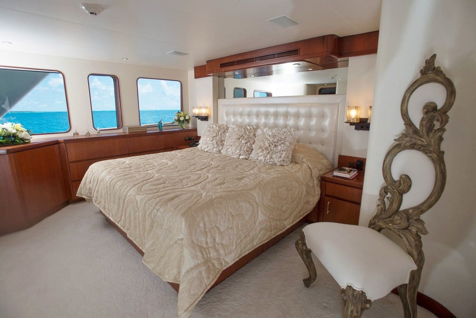 1984 Lloyds 124' Enclosed P.H w/ Sundeck SUNSHINE | Picture 5 of 19