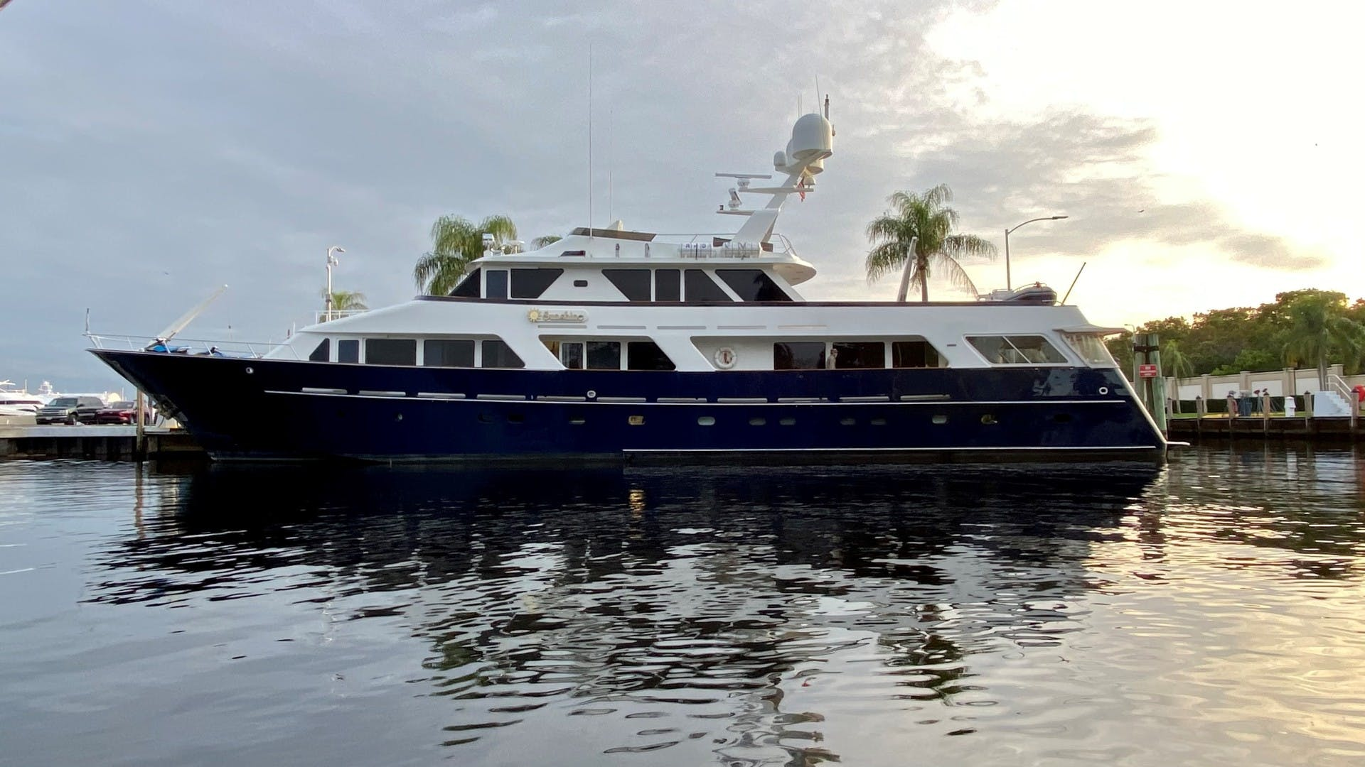 1984 Lloyds 124' Enclosed P.H w/ Sundeck SUNSHINE | Picture 3 of 19