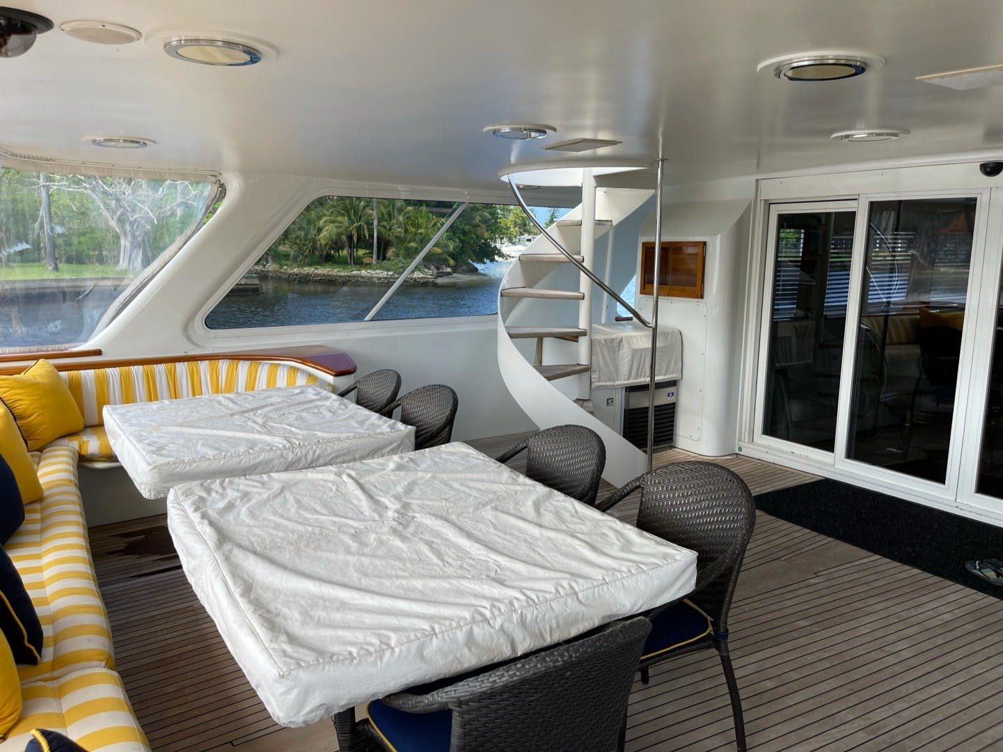 1984 Lloyds 124' Enclosed P.H w/ Sundeck SUNSHINE | Picture 7 of 46