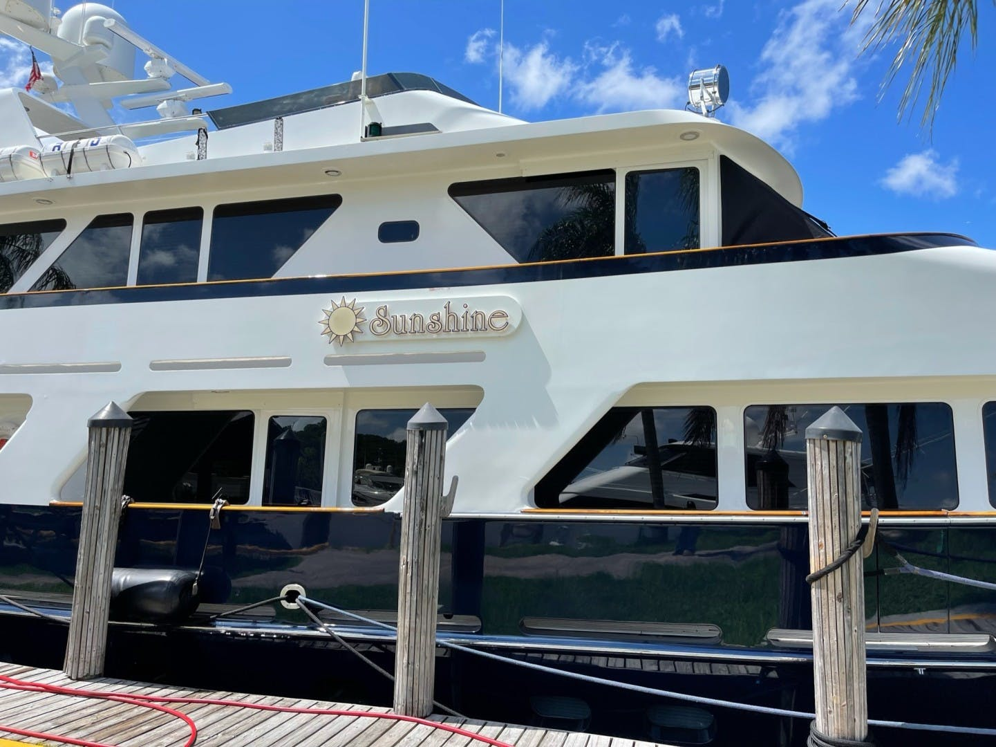 1984 Lloyds 124' Enclosed P.H w/ Sundeck SUNSHINE | Picture 8 of 46
